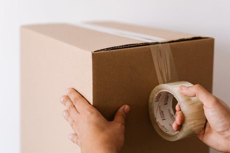 梱包されている段ボール箱